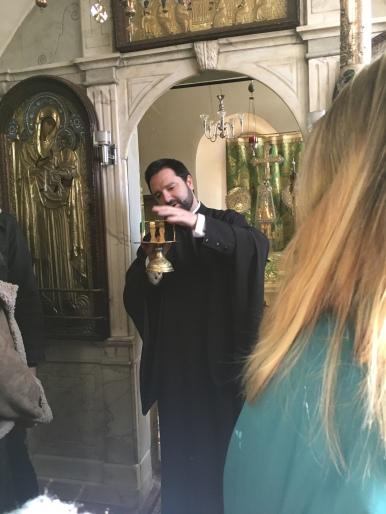 Dr. Stefanos Athanasiou erklärte uns, wie die Liturgie in der griechisch-orthodoxen Kirche abläuft.